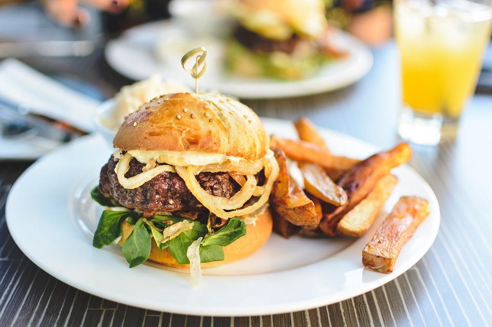 Piatto hamburger: ecco come renderlo unico!
